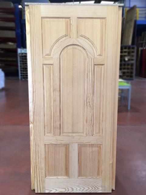 Hoja de entrada madera maciza de pino tea modelo x9 for Puertas de entrada de madera maciza